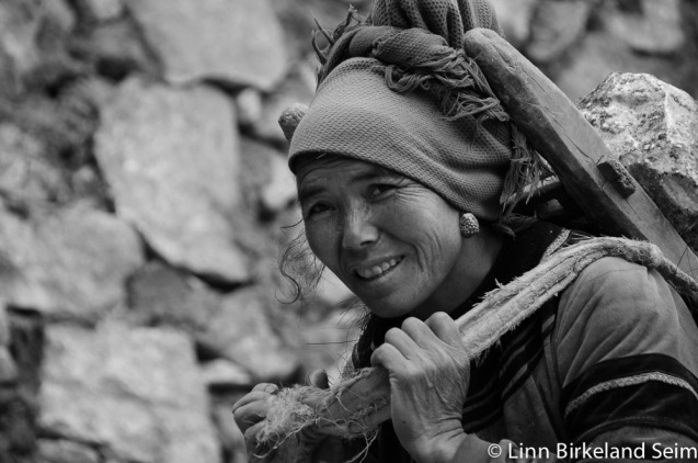 Photo of female construction worker in Yunnan China