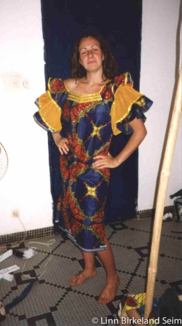 Lisa en tenue africaine