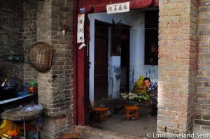 Peekabo laowai. Hong he, Yunnan - 2012.