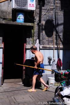 Grooming and brooming. Dongsiwenli, Shanghai - 2013.